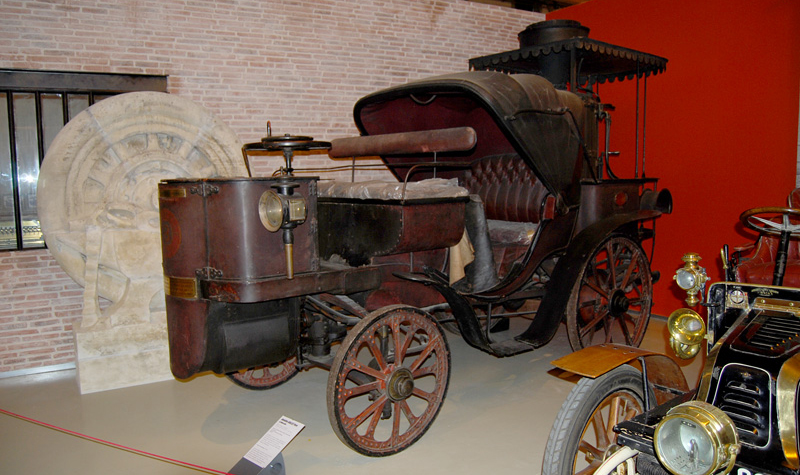 museum_very_old_car